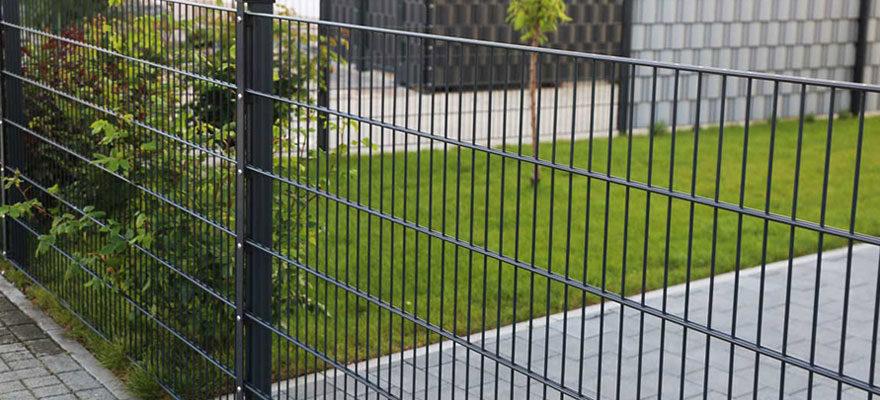 Bien occulter sa clôture de jardin